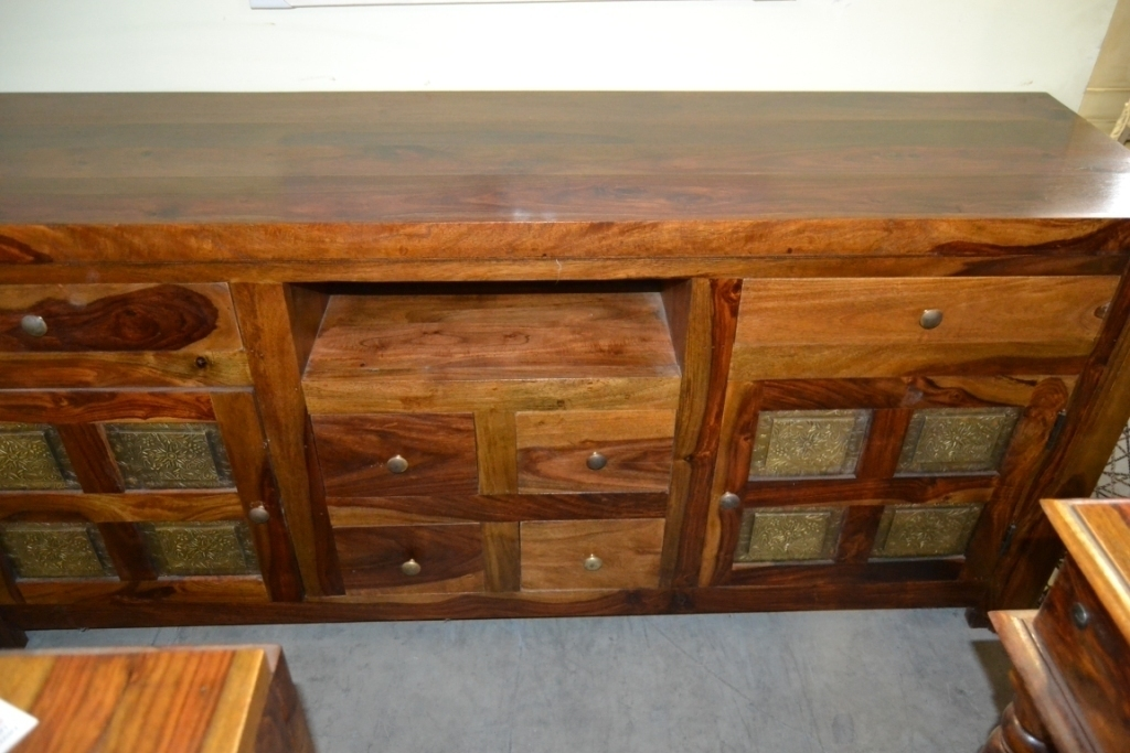 Porta tv etnico inserti ottone - Mobili etnici legno massello