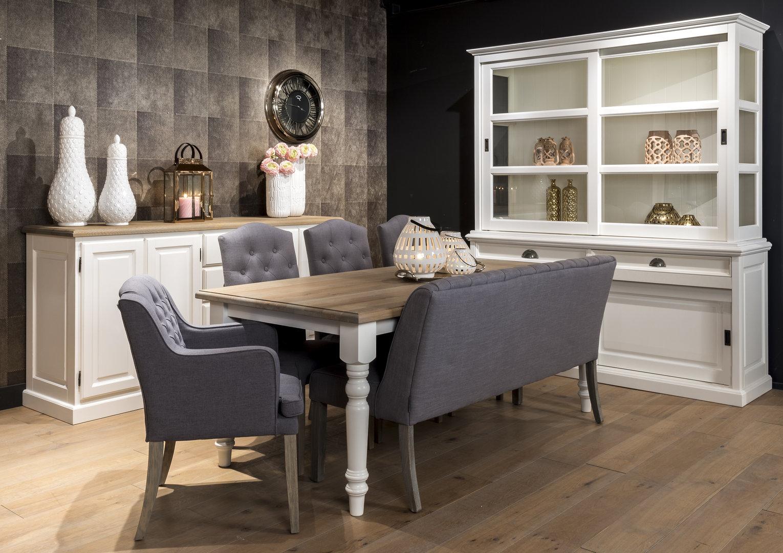 Divano chesterfield inglese divani provenzali shabby chic for Mobili per divani