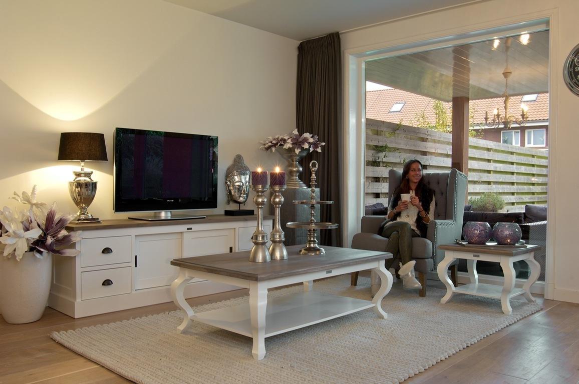 Mobili soggiorno stile provenzale libreria in stile for Arredamento soggiorno stile provenzale