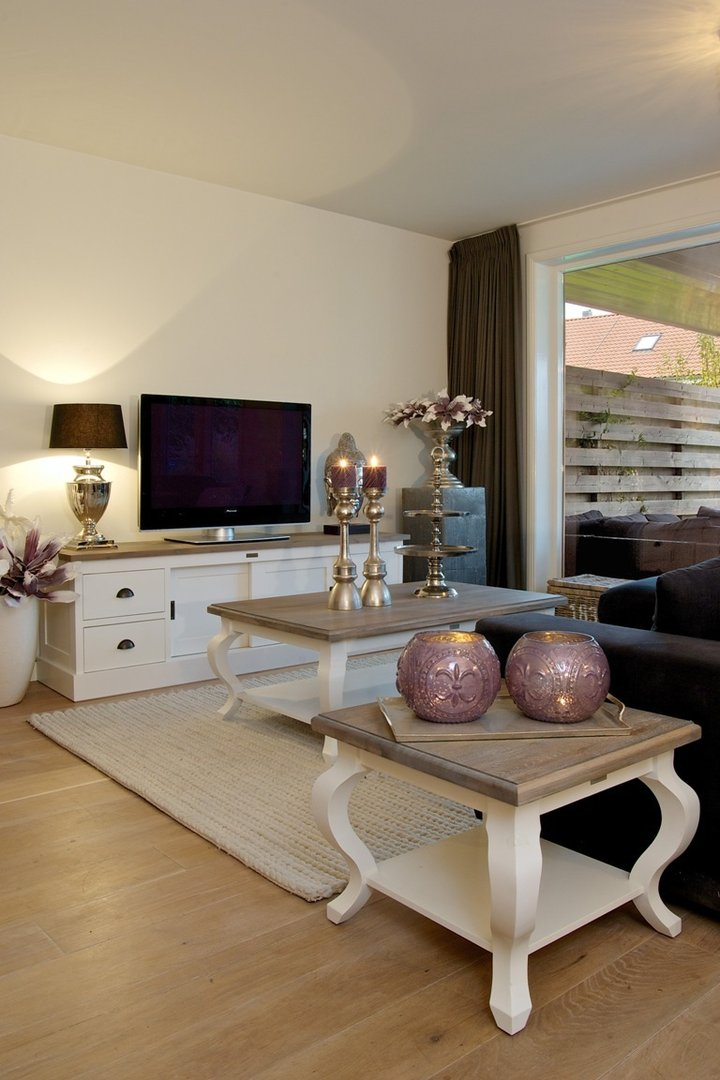 Tavolino salotto elegant chic mobili provenzali shabby chic for Tavolino salotto bianco laccato