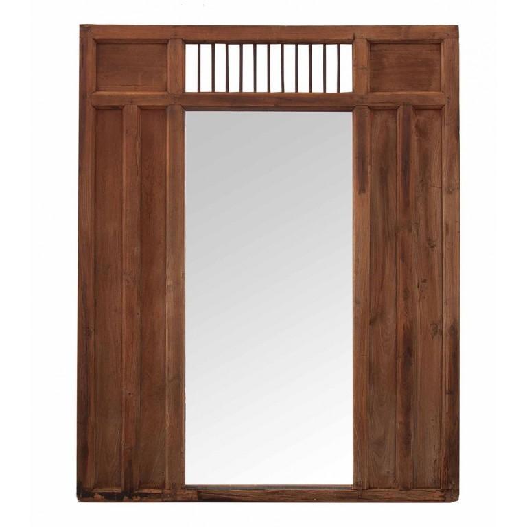 Parete rustica con specchio grande